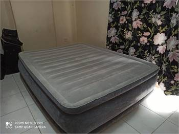 Airbed with Internal Pump