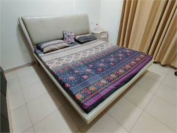 Master bed with mattress and 2 side table
