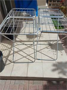 02 clothes rack
