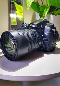 Nikon D7000 With 18-105Mm Vr Kit Lens