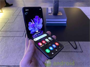 Samsung Z Flip In New Condition (Sale Or Swap With Iphone 11 Pro)