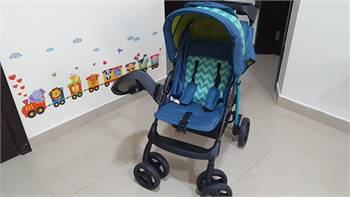 Juniuors 4wheel stroller in excellent condition with free car seat