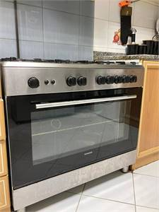 Siemens 6 burner Gas oven 90cms× 60 cms