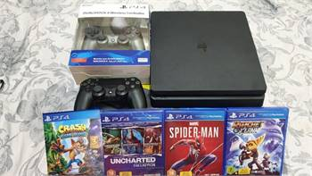 PS4 Slim + 2 Controler + 4 CDS + 3 Months Playstation Plus Membership