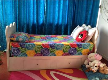 Custom made glossy and glittery paint bed for sale