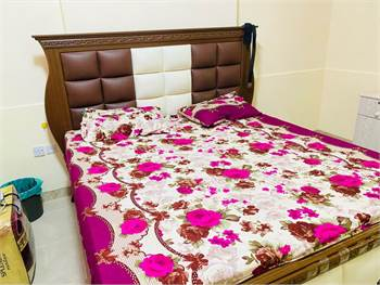 Spacious Furnished Room With Seprate Entrance Included All With Wifi